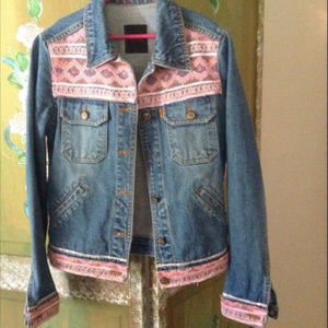 🌼1980's🌼 Stonewashed Coral Lace Jean Jacket